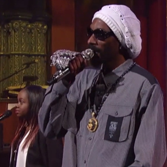 """Snoop Lion Performs """"No Guns Allowed"""" on Letterman"""