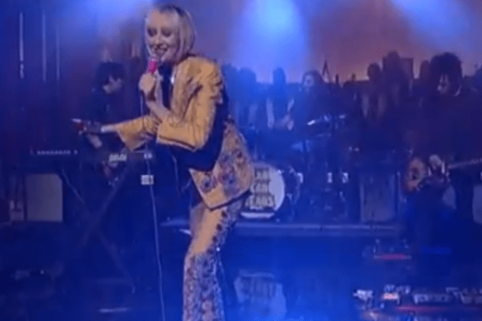 "Yeah Yeah Yeahs Perform ""Sacrilege"" on 'Late Show with David Letterman'"