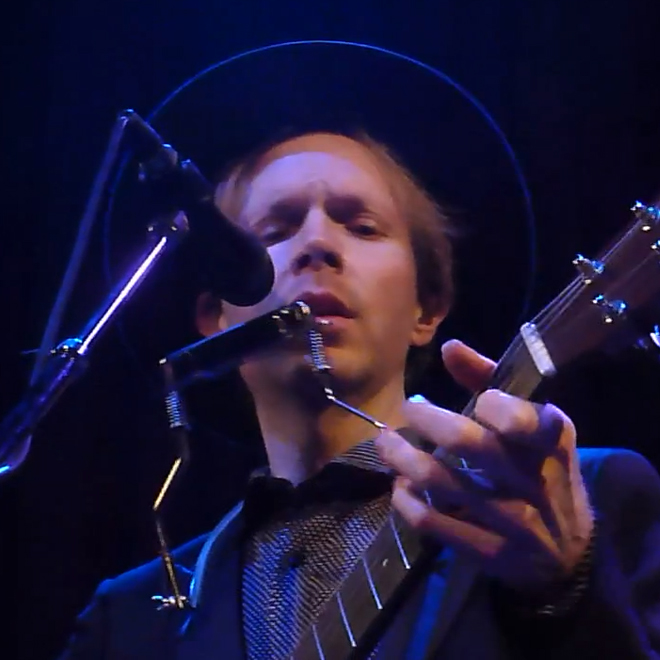 "Beck Performs ""Sorry"" and ""Heaven's Ladder"" Live"