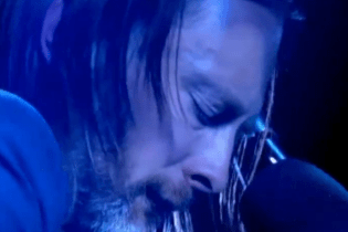 "Watch Thom Yorke Perform ""Karma Police"" & ""Ingénue"" on  'Jonathan Ross Show'"
