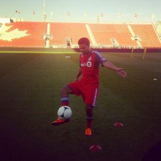 Drake Introduces FIFA 14 at E3