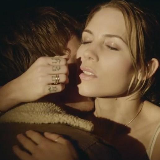 Skylar Grey – Wear Me Out