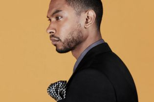 "Miguel Performs ""How Many Drinks?"" for MR PORTER"
