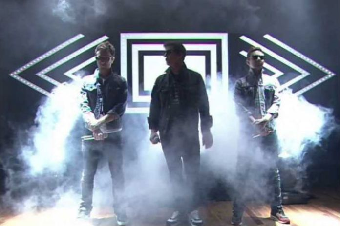 The Lonely Island featuring Jimmy Fallon & The Roots - YOLO (Live on Jimmy Fallon)