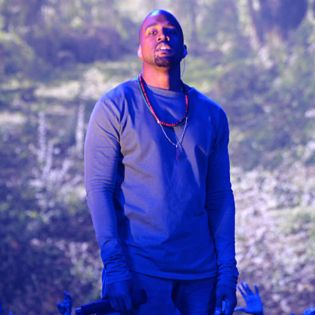 """Kanye West Performs """"Blood On The Leaves"""" at VMAs"""