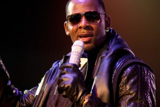 R. Kelly featuring Future - Tear It Up