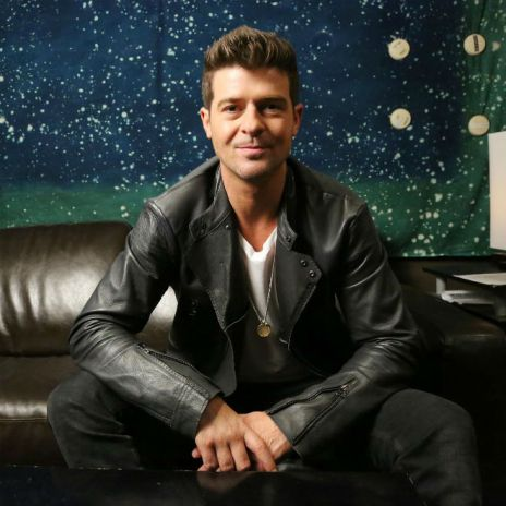 Robin Thicke Secures His First Number One Album with 'Blurred Lines'