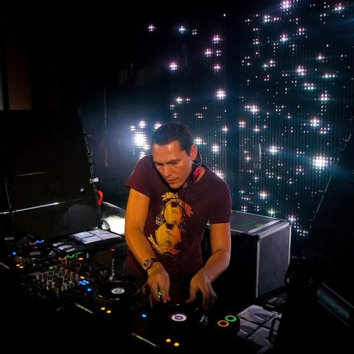 Showtek & Noisecontrollers - Get Loose (Tiësto Remix)