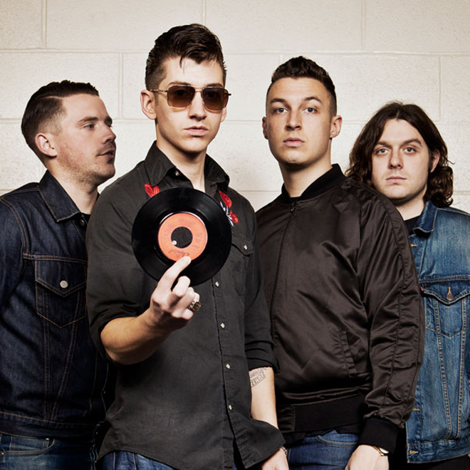 Arctic Monkeys – Hold On We're Going Home (Drake Cover)