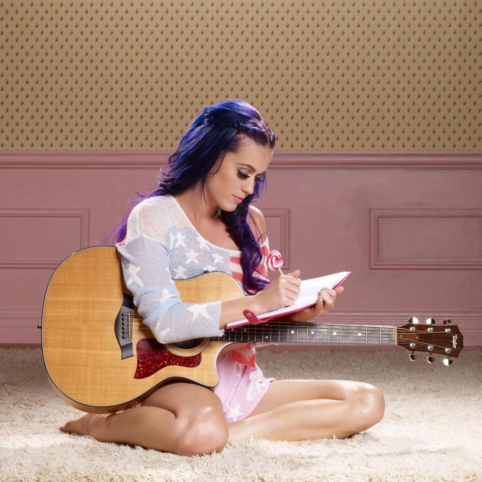 Katy Perry featuring Juicy J - Dark Horse