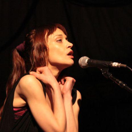 Fiona Apple - I Want You to Love Me (Live)