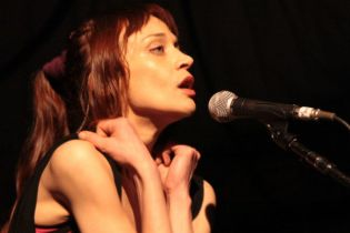 Fiona Apple - I Want You to Love Me (Live)