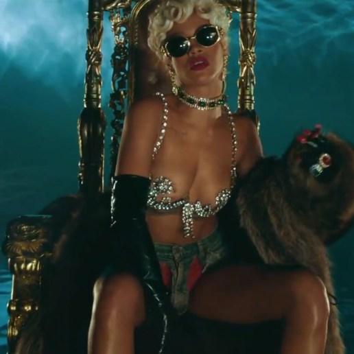 Rihanna - Pour It Up