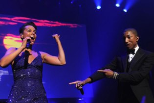 """Alicia Keys & Pharrell Perform """"Blurred Lines"""" & """"Get Lucky"""" at Black Ball 2013"""