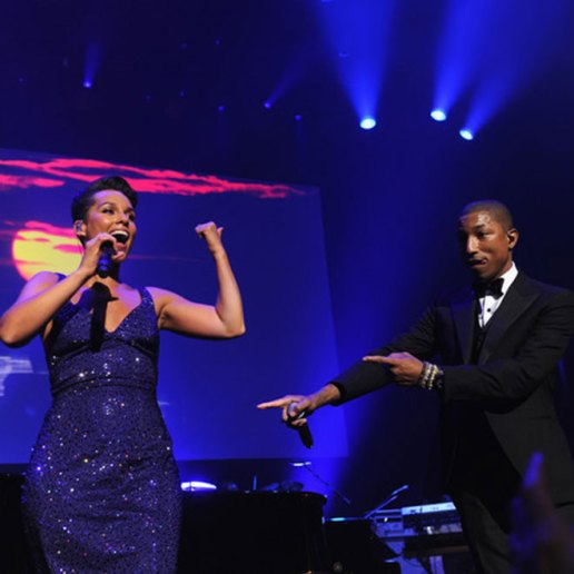 "Alicia Keys & Pharrell Perform ""Blurred Lines"" & ""Get Lucky"" at Black Ball 2013"