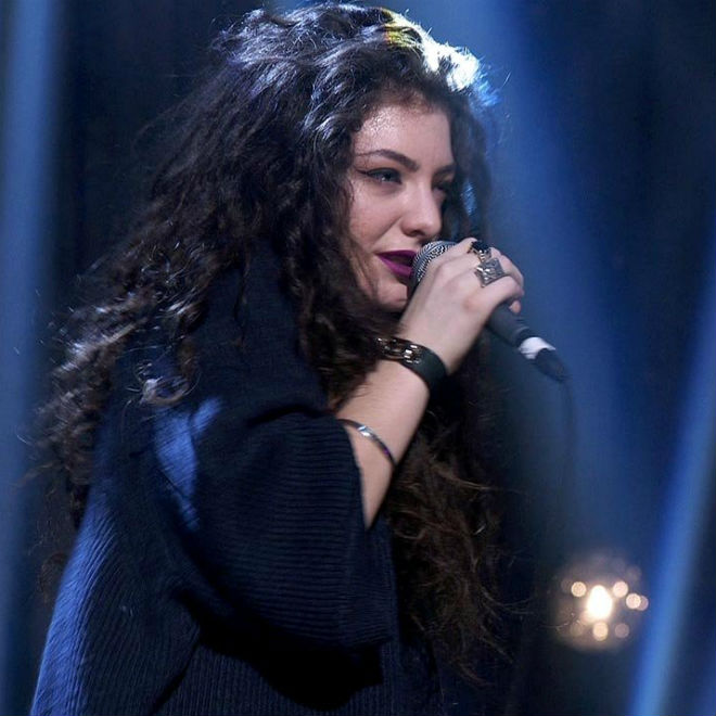"""Lorde & HAIM Cover Sheryl Crow's """"Strong Enough"""""""