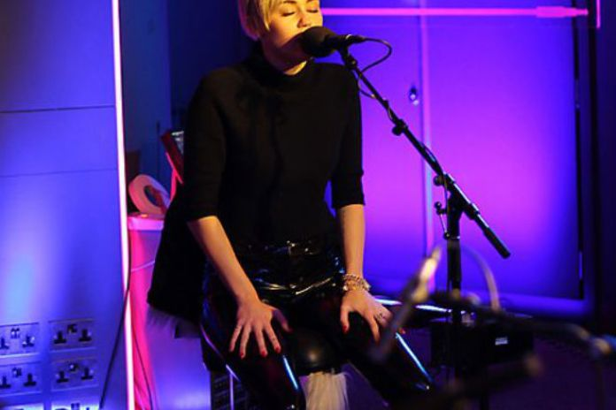 Miley Cyrus - Summertime Sadness (Lana Del Rey Cover Live at BBC Radio 1 Live Lounge)