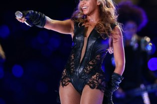 Beyoncé to Perform at 56th GRAMMY Awards