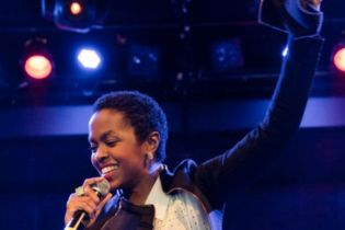 """Lauryn Hill Performs """"Final Hour"""" at Post-Prison Comeback Show"""