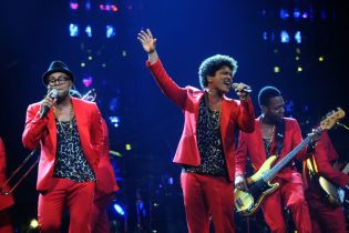 Pharrell and Aloe Blacc to Join Bruno Mars on 'Moonshine Jungle World Tour'