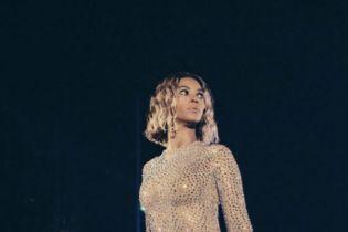 Beyoncé Shares Photos of her GRAMMY Awards Preparation