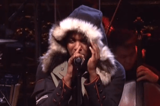 "Imagine Dragons & Kendrick Lamar Perform ""Radioactive"" Remix on SNL"