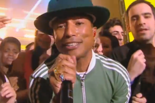 Pharrell Williams – Happy (Live du Grand Journal)