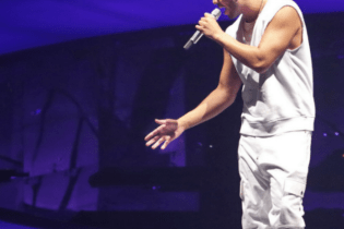 "Drake Performs New Track ""Call on Me"" on UK Tour"
