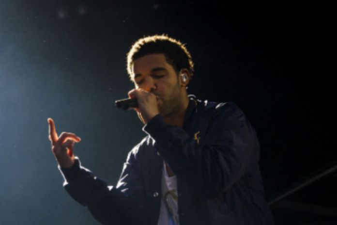 Drake Wins Big At mtvU Woodie Awards