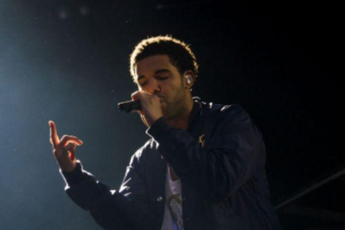 Drake Wins Big At mtvU Woodie Awards