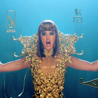 Katy Perry featuring Juicy J - Dark Horse (Remix)