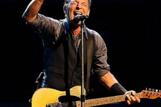"Watch Bruce Springsteen Covering Lorde's ""Royals"""