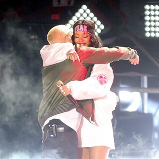 Eminem featuring Rihanna - The Monster (Live at The MTV Movie Awards)