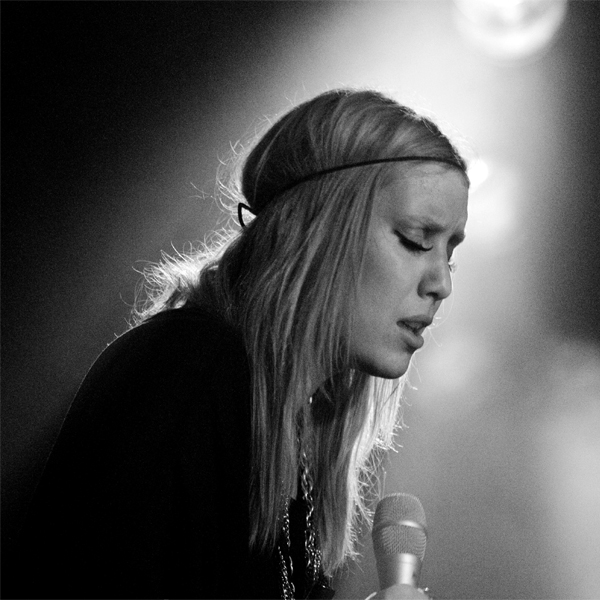 Lykke Li - Gun Shot (Live Acoustic Performance)
