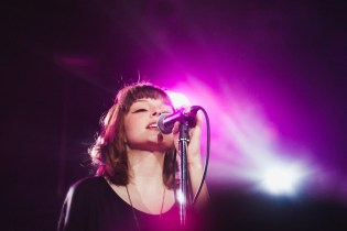 """Chvrches Perform """"Recover"""" on 'Jimmy Fallon'"""