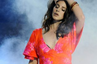 "Lana Del Rey Debuts ""Ultraviolence"" Live on Stage"