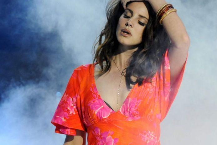 "Lana Del Rey Debuts ""Ultraviolence"" Live on Stage"