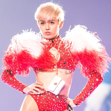 "Miley Cyrus Covers ""Lucy In The Sky With Diamonds"" With The Flaming Lips"