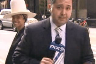 Erykah Badu Tries to Kiss News Anchor During Live TV Broadcast