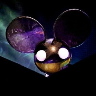 """Deadmau5 Trolls EDM With New Song """"Carbon Copy Cookie Cutter"""""""