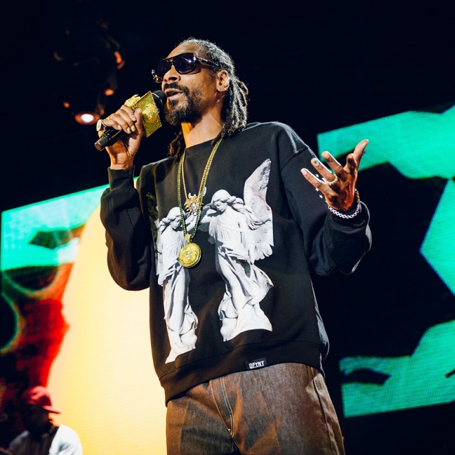 Snoop Dogg featuring Tha Eastsidaz - Can't Trust Em