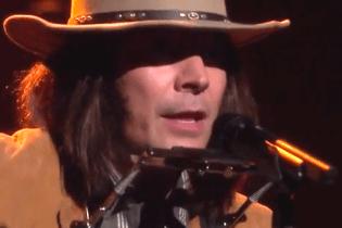 Watch Jimmy Fallon Cover Iggy Azalea as Neil Young