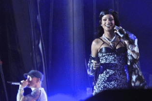 Rihanna Joins Eminem on Stage at Lollapalooza