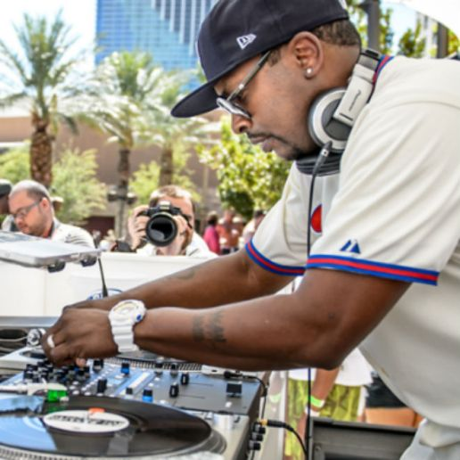 """Watch Will Smith and DJ Jazzy Jeff Reunite on Stage to Perform """"Summertime"""" and """"Jump On It"""""""