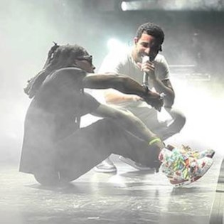 """Lil Wayne and Drake Perform """"Hold On, We're Going Home"""" Together"""