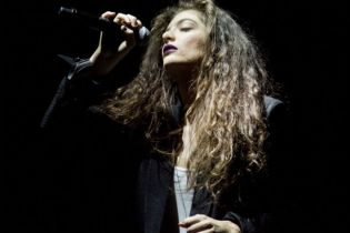 "Watch Lorde Cover Kanye West's ""Flashing Lights"" & Bon Iver's ""Heavenly Father"""