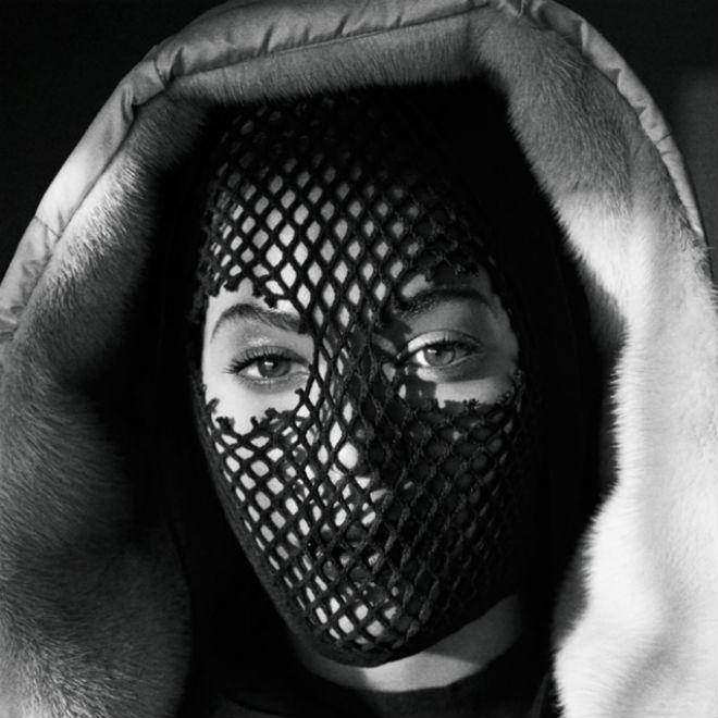 Beyoncé & JAY Z's Unveil 'On the Run' Tour Book by Mason Poole