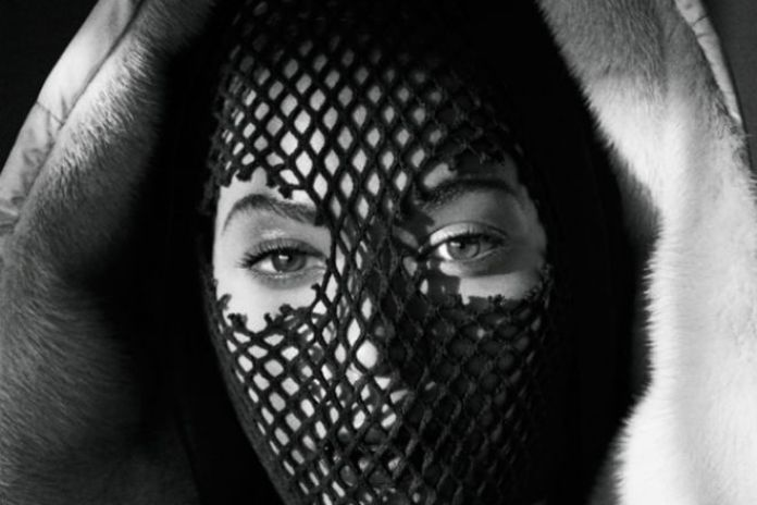 Beyoncé & JAY Z's Unveil 'On the Run' Tour Book by Mason Poole