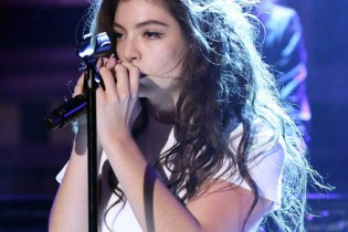 "Lorde Performs ""Yellow Flicker Beat"" on 'The Tonight Show'"