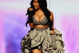 "Nicki Minaj Performs ""Bed Of Lies"" at MTV's EMAs"